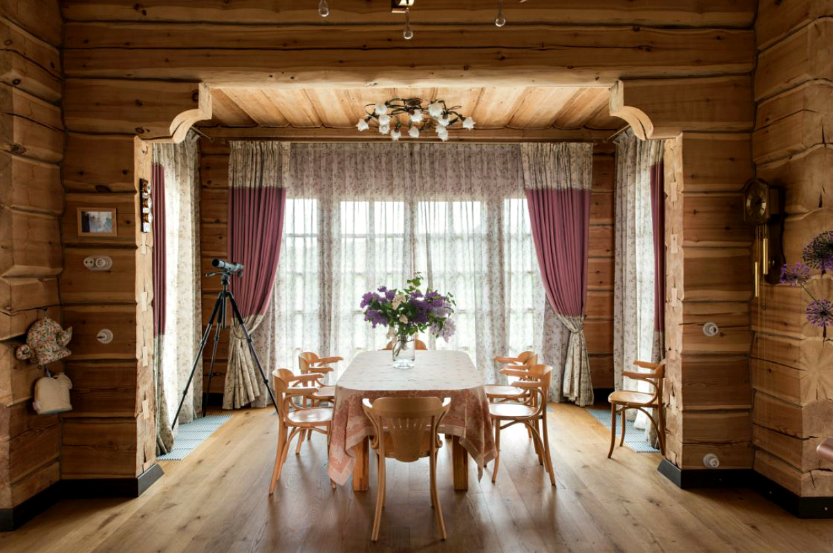 декор в бревенчатом доме фото