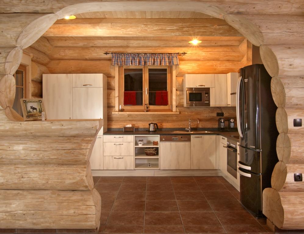 Дизайн гостиной кухни в бревенчатом доме