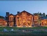 Проекты рубленных домов из бревна-канадский архитектурный дворцовый стиль