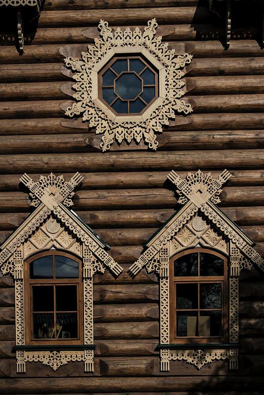описание украшение домов резьбой фото более